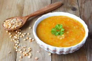 Hrachová polévka s mrkví