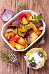 Zapékané brambory se zeleninou a bylinkami – bezmasé